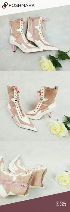 VINTAGE JASPER LACE UP BOOTS SIZS 71/2 Cute vintage jasper lace up boots. It has some discoloration on the boots shown in the picture. It has some worn on the lace shown in the picture. Still very classy and good looking boots. Jasper Shoes Lace Up Boots