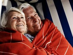 Carry each other In bad and good days Older Couples, Mature Couples, Couples In Love, Old People Love, Old Love, Hugs, Beaux Couples, Grow Old With Me, Growing Old Together