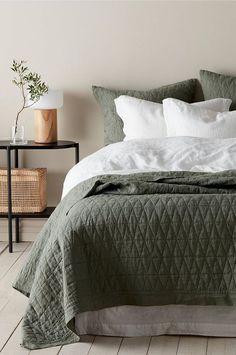 Överkast Candice i tvättat lin cm Bedroom Art Above Bed, Bedroom Loft, Cozy Bedroom, Dream Bedroom, Bedroom Decor, Modern Master Bedroom, Trendy Bedroom, Bedroom Color Schemes, Bedroom Colors