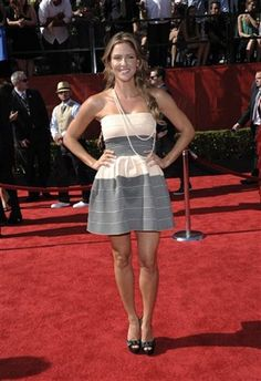 love this dress Jill Wagner is wearing at the 2011 Espy Awards
