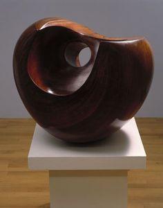 Barbara Hepworth Voorstelling: het is een donkerbruine, halve cirkel. Barbara Hepworth, Abstract Sculpture, Sculpture Art, Plastic Art, Contemporary Sculpture, Stone Sculpture, Wooden Art, Wood Turning, Land Art