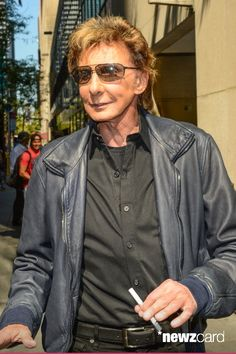 Singer Barry Manilow walks in Midtown Manhattan on September 12, 2012 in New York City.  (Photo by Ray Tamarra/Getty Images)