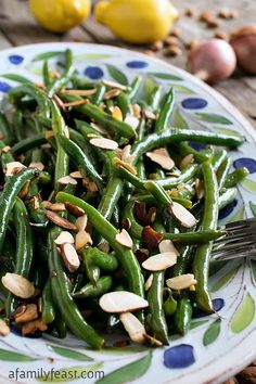 Our recipe for Green Beans Almondine is the perfect addition to any special holiday meal!: Food Healthy Eating, Side Dishes, Families Feast, Special Holidays, Green Beans, Beans Almondin, Healthy Recipes, Favorite Recipes, Holidays Meals