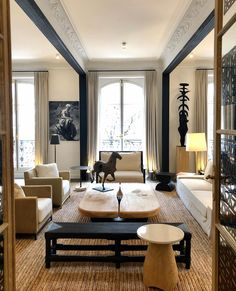 Beauty Base, Top Interior Designers, Oeuvre D'art, Interior Styling, Architecture, Dining Bench, Lounge, Design Inspiration, Layout
