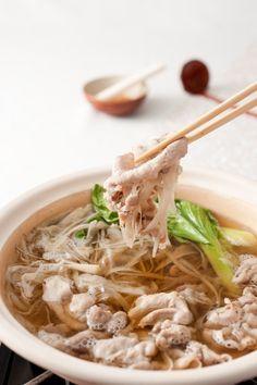 ゴボウたっぷり豚しゃぶ鍋 Pour apprendre à cuisiner japonais : http://amzn.to/2kT1eNM