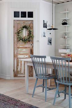 The Nordroom - Scandinavian Christmas Home in an Old Farmhouse Scandinavian Cottage, Scandinavian Interior, Diy Adornos, Scandinavian Christmas Decorations, Nordic Home, Swedish House, Old Farm Houses, Cottage Interiors, Victorian Interiors
