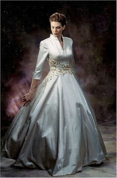 plus size formal ball gowns & long sleeve evening wear dresses. Excellent for any formal event. <-- would be a pretty wedding dress Bridal Gowns, Wedding Gowns, Modest Wedding, Evening Gowns With Sleeves, Mode Glamour, Plus Size Formal, Long Sleeve Wedding, Look Vintage, Designer Gowns