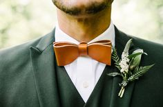 Modern groom attire for wedding - orange, leather bow tie and greenery boutonniere {Clover Event Co.} Modern groom attire for wedding - orange, leather bow tie and greenery boutonniere {Clover Event Co. Green Wedding Suit, Green Wedding Shoes, Wedding Orange, Groom And Groomsmen Attire, Groom Outfit, Wedding Men, Wedding Suits, Wedding Bow Ties, Forest Wedding