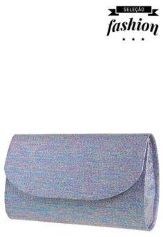 Bolsa FiveBlu Brilho Brocado Multicolorida, feita em material têxtil, com fios que tem o brilho semelhante ao brocado. Mede 19cm de largura, 10cm de altura e 4cm de profundidade. Tem fechamento em lapela com botão magnético e interior em material têxtil. A Bolsa FiveBlu Brilho Brocado segue o modelo dos padrões Clutch e é ideal para usar em festas.