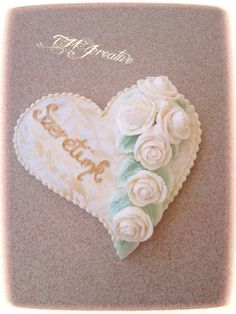 #TMJcreative #royalicing #gingerbread #cookie #heart #whiteroses #mézeskalács