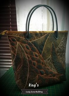 Lady Jane Quilting: Playing Catch-up! Patchwork Bags, Quilted Bag, Denim Handbags, Machine Quilting Designs, Diy Purse, Craft Bags, Handmade Handbags, Quilt Stitching, Fabric Bags