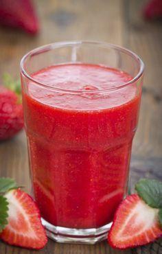 Ingredientes: -12 fresas -1 naranja -1 plátano -1 vaso de zumo de naranja, manzana… [[MORE]] Buenos días!! Por fin jueves y muchos empezamos vacaciones de semana santa. ¿Habéis visto los stands de las... Healthy Menu, Healthy Juices, Healthy Smoothies, Healthy Drinks, Smoothie Recipes, Healthy Life, Healthy Recipes, Fruit Drinks, Yummy Drinks
