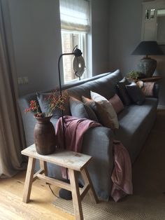 Onze inrichting! Sober en stoer! #Violierathome Cottage Living Rooms, Home And Living, Interior Garden, Interior Design, Rat House, Cool Couches, Colorado Homes, Piece A Vivre, Rustic Interiors