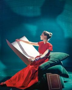 A Beaton photo for Vogue, 1945. Magnificent Colors & Lighting!