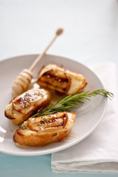 Grilled Pear, Brie, and Honey Crostini Recipe 1 French baguette, sliced 1/2 inch thick Brie cheese, thinly sliced, rind removed 2 pears, halved, cored, and thinly sliced Honey Fresh rosemary, finely chopped