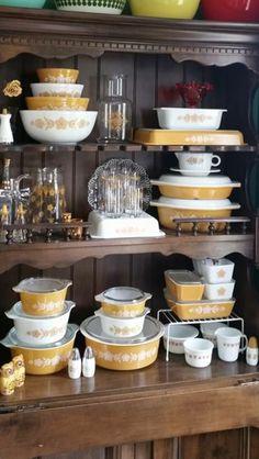 Vintage Kitchenware, Vintage Dishes, Vintage Pyrex, Vintage Glassware, Dinner Plates, Dinner Ware, Pyrex Display, Rare Pyrex, Pyrex Bowls