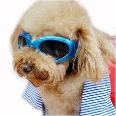 Aus der Kategorie Sonnenbrillen  gibt es, zum Preis von   Stilvolle und komfortable weiche und flexible Schaum/EVA-Pad Furnier, Keep out Wind und Schmutz, verstellbare Kopf- und Kinnriemen, Anzug für jede Art von Hunden. Zusammenklappbar, einfach zu transportieren.<br/>Geeignet für: Haustier Hunde, Polizei, Hunde, Blindenhunde, Wachhunde, U-Bahn Sicherheits Hunde und einige große animral.<br/>Eigenschaften:<br/>Farbe: Blau/Weiß/Pink/Rot/Gelb/Schwarz<br/>Material: Kunststoff<br/>Gläserhöhe…