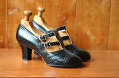 20% OFF SALE / vintage 1920s 1930s shoes / 30s black art deco heels / size 5. $150.00, via Etsy.