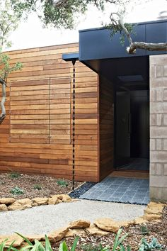 rain chain off flat roof instead of box gutter – could have a couple off roof in… Regenkette vom Flachdach … Design Entrée, Roof Design, Deco Design, Modern Entrance, Entrance Design, House Entrance, Garden Entrance, Entrance Ideas, Architecture Courtyard