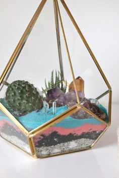 Hey, friends! Want to make terrariums today? Yesssss. Today we're partnering with Etsy Studio, a marketplace created by Etsy! We've shopped for our DIY supplies on Etsy (they have pretty much everythi
