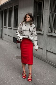 Fashion outfits, red outfits for women, red skirt outfits, red skirts, fall European Street Style, Look Street Style, Autumn Street Style, Street Styles, Street Chic, Modest Fashion, Fashion Outfits, Fashion Trends, Style Fashion
