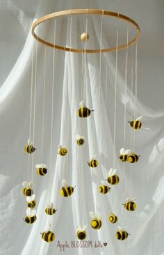 crafts with wool Bumble bee mobile Waldorf inspired. Bumble Bee Nursery, Winnie The Pooh Nursery, Baby Mobile, Bee Theme, Bee Happy, Wooden Rings, Baby Room Decor, Diy And Crafts, Paper Crafts