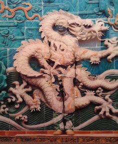 URBAN MIMICS (HIDING IN THE CITY ~ NINE DRAGONS-IV, Liu Bolin (刘勃麟; b1973, Shandong Province (China)