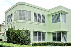 Green Streamline House in Condado