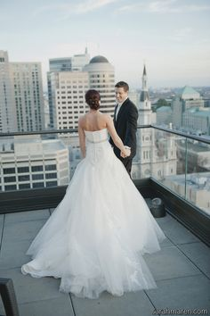 First Viewing in the City #city wedding {Sarah_Maren_Photographer}