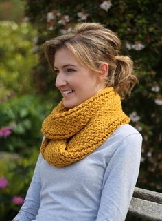 So here it is, my very first tutorial to share with you. Very exciting. Just before leaving for our LA and New York holiday, I knitted a lovely winter infinity scarf to take with me using a knittin…