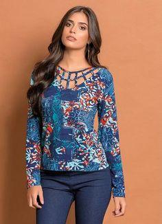 Blusa com Detalhe Vazado (Arabescos e Floral)                                                                                                                                                      Mais