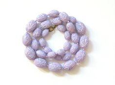 Vintage fifties sixties plastic graduated necklace lilac beads original shape mother of pearl shine