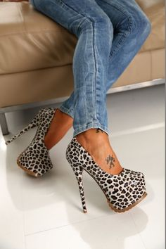 Heels and jeans – Lady Dress Designs Sexy High Heels, Hot Heels, Crazy High Heels, Cute Shoes, Me Too Shoes, Heeled Boots, Shoe Boots, Leopard Heels, Cheetah Shoes