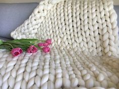 Chunky knit blanket Giant knitted throw Merino wool blankets knitted with arms Super bulky arm knitting Thick yarn Christmas gift for her Thick Yarn Blanket, Hand Knit Blanket, Merino Wool Blanket, Chunky Blanket, Blanket Crochet, Arm Knitting Yarn, Anniversary Gifts, Wedding Anniversary, Knitted Blankets