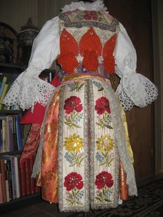Lady's costume from Ostronzsko.