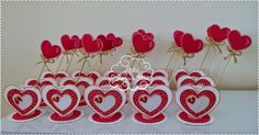 Muito Atelier Flores e Fitas: centrotavola per fidanzame - San Valentino Idee Atelier Flores e Fitas: centrotavola par. Valentine Day Crafts, Valentine Decorations, Wedding Decorations, Coffee Cup Crafts, Craft Gifts, Diy And Crafts, Holiday Decor, Floral, Cards