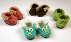 With this simple slipper method, you can make lots and lots of slippers for your doll in all different colors!