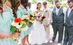 Van Buren Arkansas Wedding Photography | Wedding Party Poses | Gerber daisies | White hydrangeas