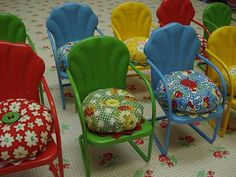 ~ Lovely little vintage chair ~ Garden Chair Pincushion Tutorial by Lori Holt - Bee In My Bonnet