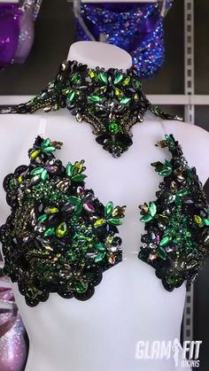 Khaki green and black inspired couture competition bikini for WBFF fitness diva Carnival Dress, Carnival Outfits, Carnival Costumes, Carnival Tent, Carnival Mask, Carnival Makeup, Burlesque Costumes, Dance Costumes, Diy Carnival Games