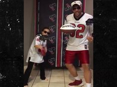 Tony Romo Recruited to Texans By Singing Father/Daughter Fans (ADORABLE VIDEO)