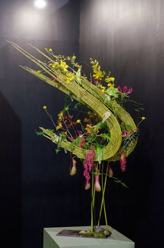 Art Floral, Floral Artwork, Deco Floral, Floral Design, Contemporary Flower Arrangements, Creative Flower Arrangements, Beautiful Flower Arrangements, Floral Arrangements, Ikebana