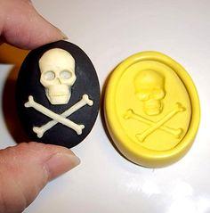 Skull cameo