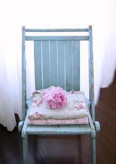 Así lo siento, un rincón con flores es un rincón vivo... y alegra el espíritu! incluso los espacios más insípidos y lus muebles más simples ...