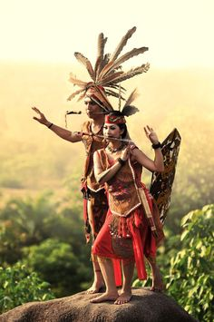 Dayak Culture of Kalimantan, This is one of cultural or traditional clothes of borneo tengah.ini is saber dance clothes Indonesia Travel Honeymoon Backpack Backpacking Vacation We Are The World, People Around The World, Dance Outfits, Dance Dresses, Costume Ethnique, World Cultures, Traditional Dresses, Traditional Wedding, Asia Travel