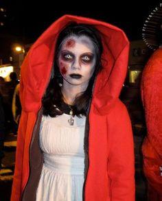 Zombie Red Riding Hood- Dallas's next Halloween costume! Zombie Disney, Disney Princess Zombie, Zombie Princess Costume, Disney Horror, Costume Halloween, Halloween Make Up, Halloween Party, Costume Zombie, Halloween Inspo