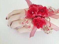 Crochet bracelet cuff-Free form-acrylic thread with by SESIMTAKI
