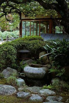 Japanese Garden Landscape, Small Japanese Garden, Japanese Garden Design, Japanese Gardens, Japanese Water Feature, Zen Garden Design, Landscape Design, Japan Garden, Patio Layout