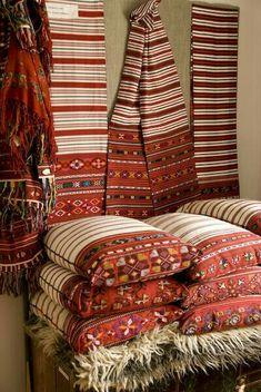 Romania Travel Inspiration - Transsilvanian Patterns - Romania - every peasants home is softened with textiles Techniques Textiles, Romania Travel, Bucharest, Traditional Art, Fiber Art, Decoration, Folk Art, Weaving, Home Design