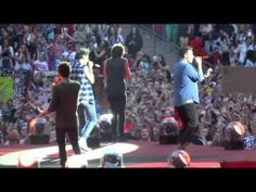 One Direction perform on the second night at Wembley Stadium on their 'Where We Are' Tour. One Direction Youtube, One Direction Videos, Scared To Love, Where We Are Tour, When Im Bored, Best Mate, Wembley Stadium, Kiss You, Ed Sheeran